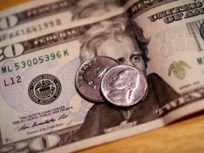 Dólar fecha abaixo de R$ 5 pela primeira vez em mais de um ano, com recuo de R$ 0,057 (-1,13%)