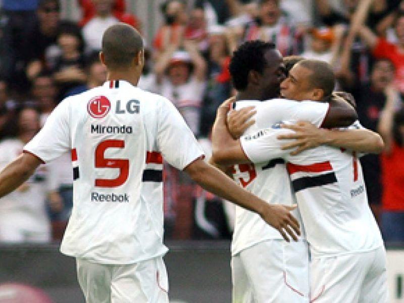 São Paulo e Flamengo dormem líder e 3º colocados respectivamente
