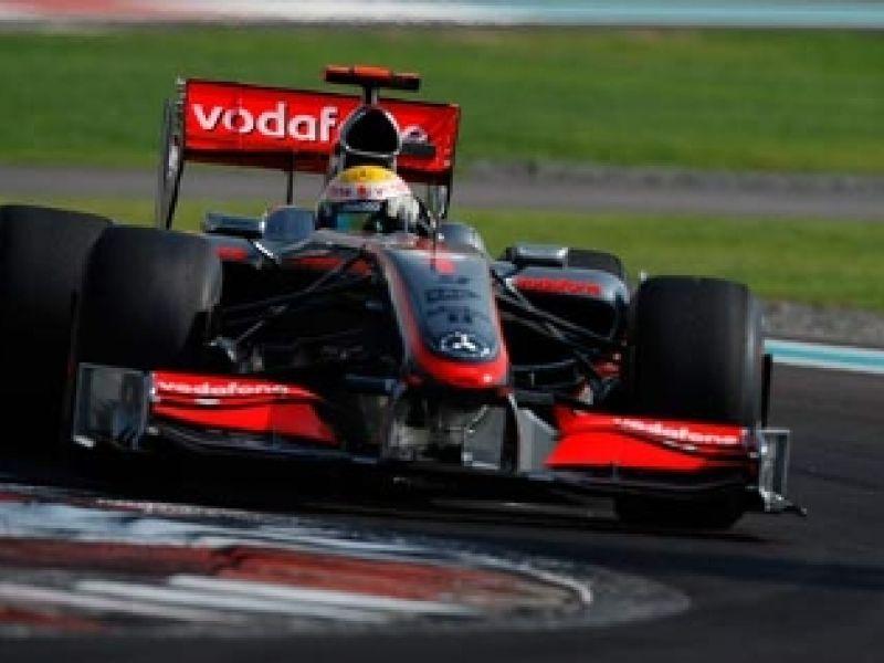 Hamilton é pole e Barrichello o 4º em Abu Dhabi