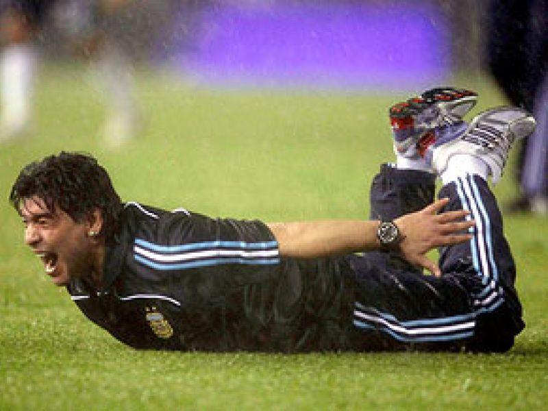 Argentina vence Peru nos acréscimos