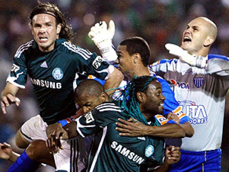 Palmeiras empata em casa e Botafogo vence
