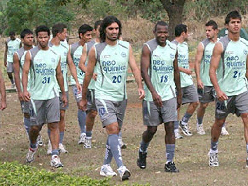 Fernandão revive Gre-Nal pelo Goiás