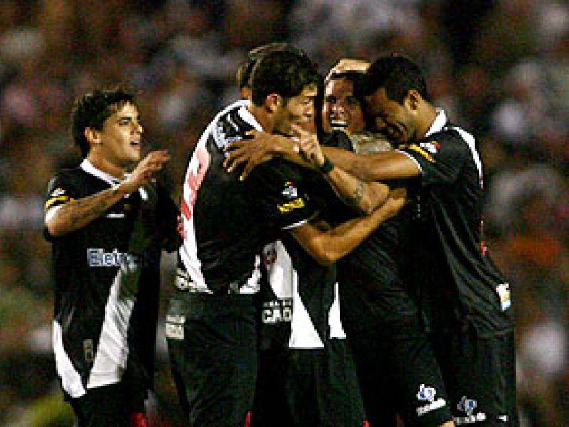 Vasco vence e segue na liderança da série B