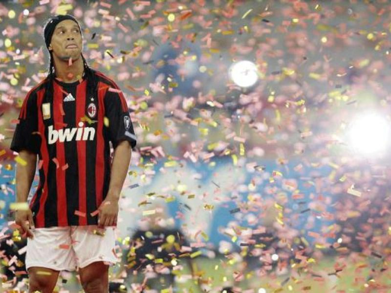 Ronaldinho provoca a fúria da imprensa italiana