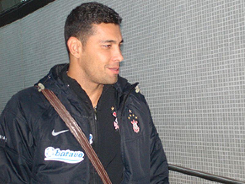 Corinthians negocia André Santos e Cristian