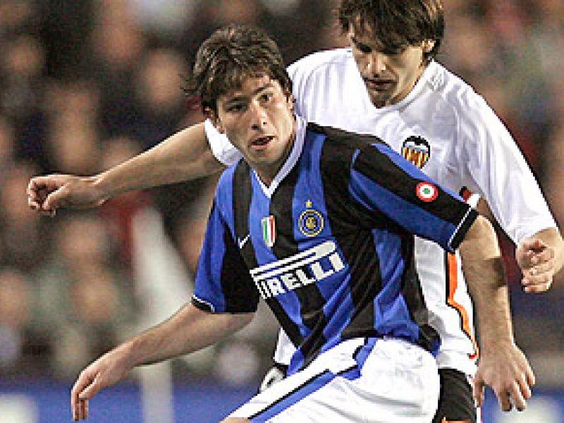 Brasileiro Maxwell é contratado pelo Barcelona