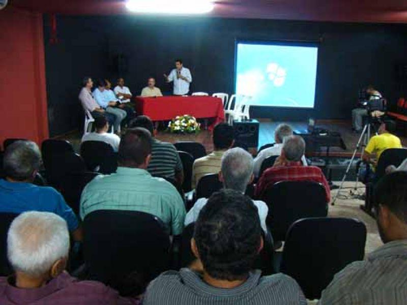Estado firma parceria com Embrapa e produtores para revitalizar cultivo do coco
