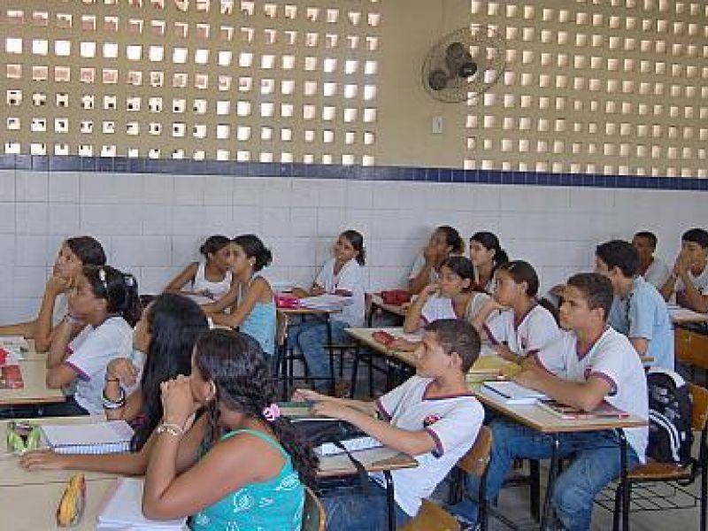 Ano letivo foi iniciado para 74 mil alunos da rede municipal