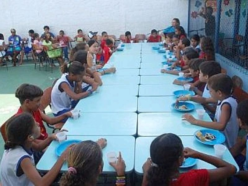 Crianças do Peti participam de um rodízio de pizza