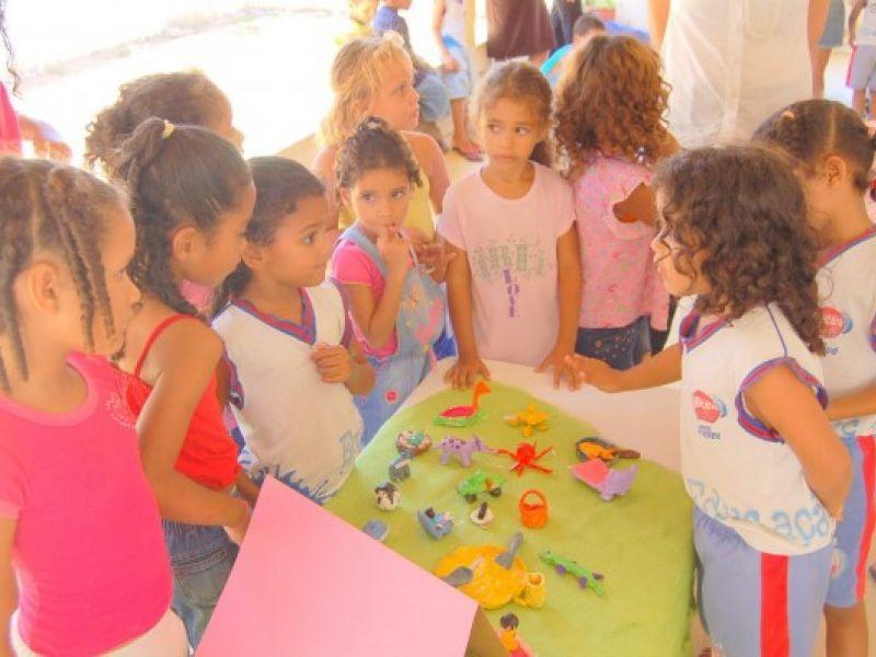 Riacho Doce: estudantes expõem quadros e esculturas