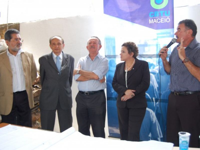 Ministro da Cidades visita obras do VLT e a Vila dos Pescadores
