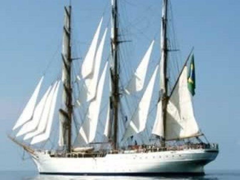 Navio veleiro da Marinha do Brasil visita Maceió
