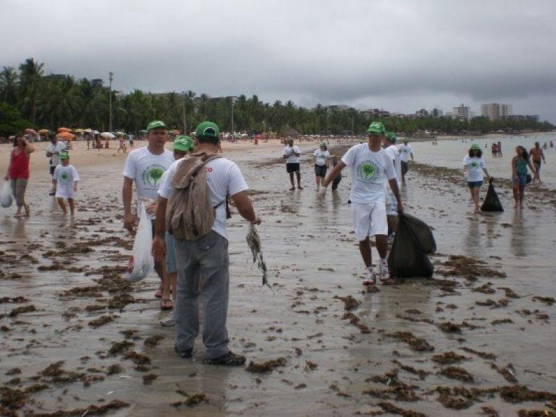 Atividade marca Dia Mundial de Limpeza de Praias em Maceió