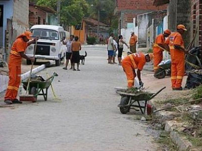 Slum realiza mutirão de limpeza no Vergel e Tabuleiro do Martins