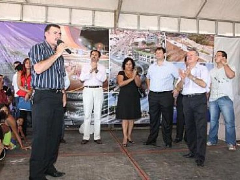 Prefeito assina ordem de serviço do Conjunto Vila dos Pescadores