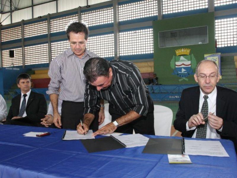 Prefeitura e BB assinam convênio para financiamento de PC's