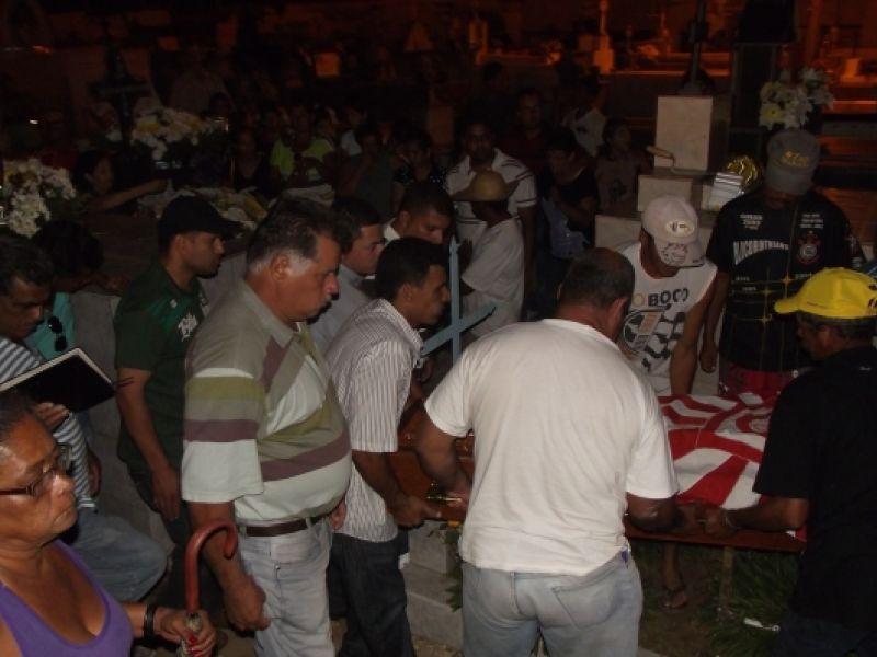 Familiares e amigos dão o último adeus ao ex-vereador Biu do Arroz