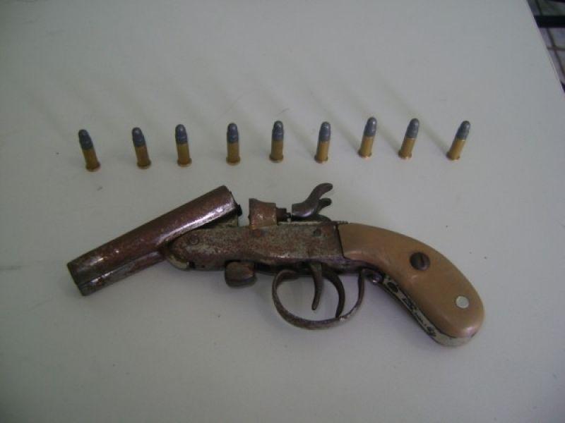 Polícia prende por porte ilegal de arma em Penedo