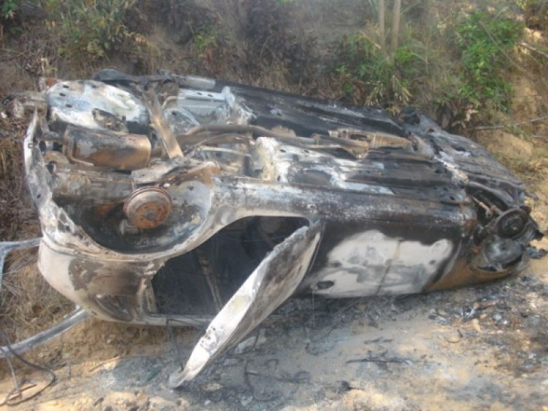 Carro carbonizado é encontrado em povoado de Penedo