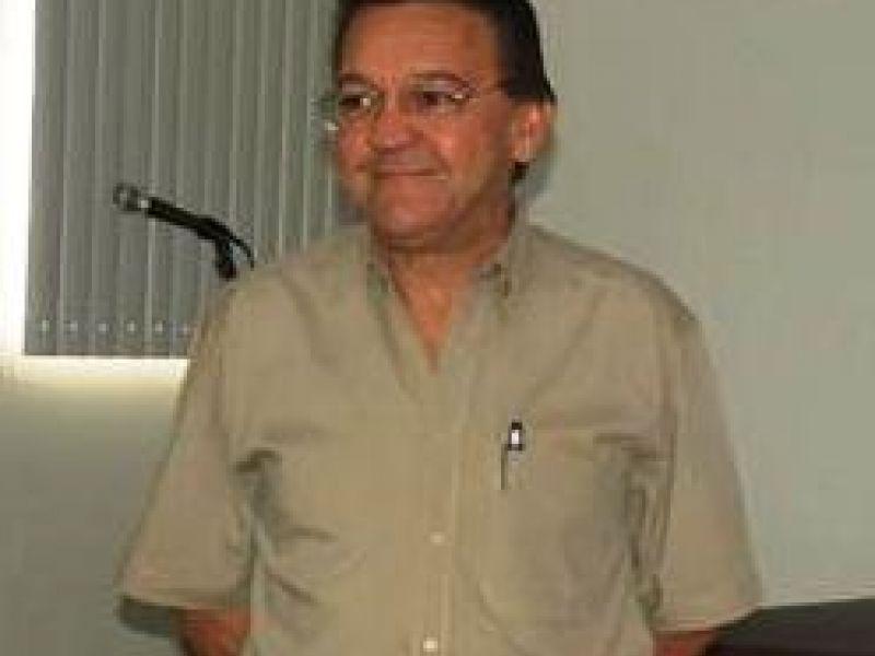 Prefeito de Penedo anuncia saída de Secretário