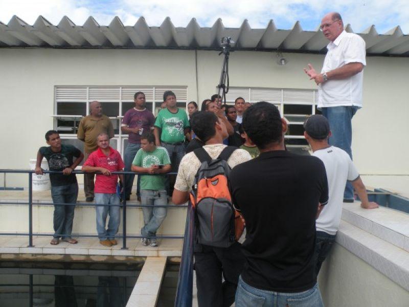 Alunos do curso de Instalador Hidrosanitário visitam o SAAE