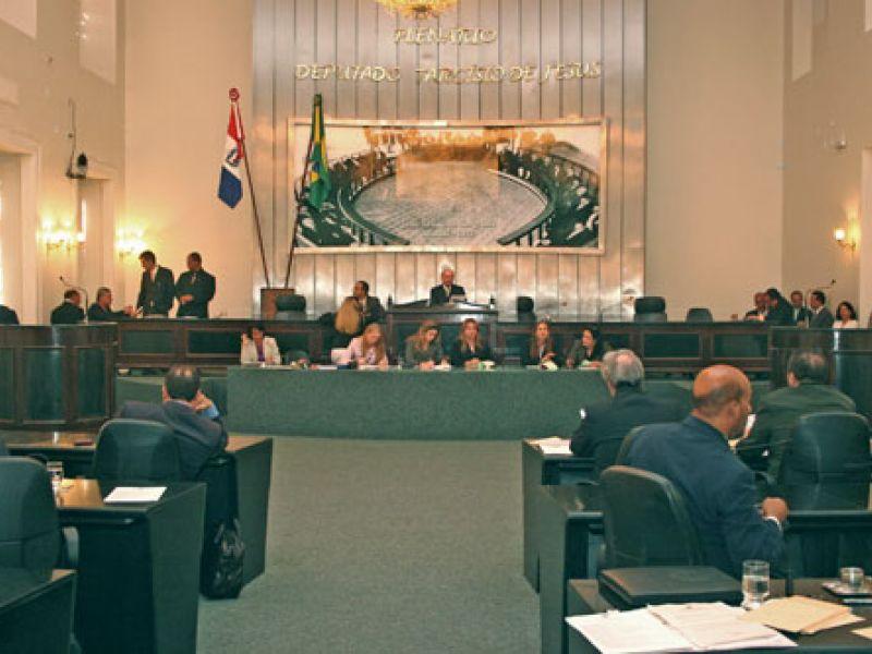Deputados debatem devolução do Orçamento ao Executivo