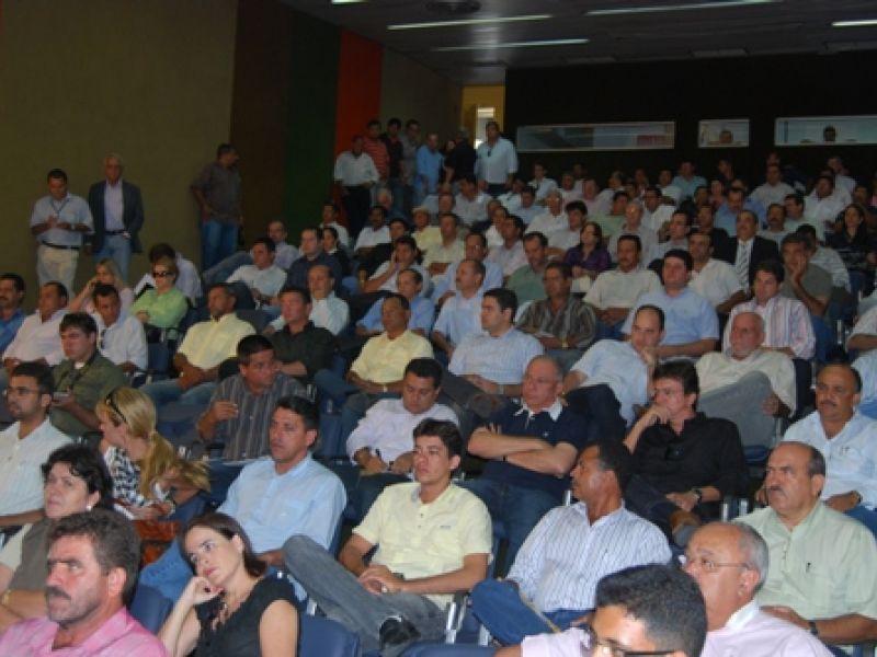 Prefeitos trocam fechamento de prefeituras por mobilização geral