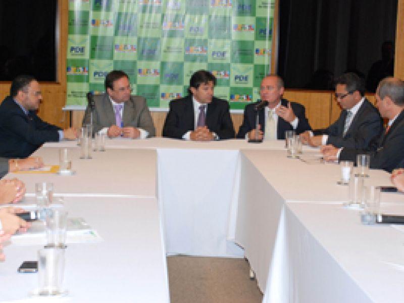 Renan reune Prefeitos alagoanos com Ministro da Educação