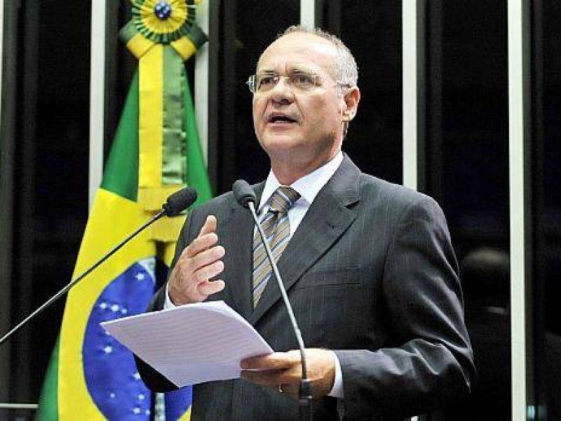 Renan alerta prefeituras sobre dívidas