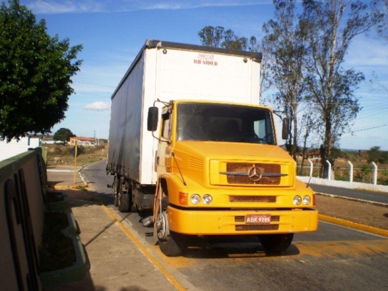 Caminhão roubado em Porto Real do Colégio é abandonado em posto