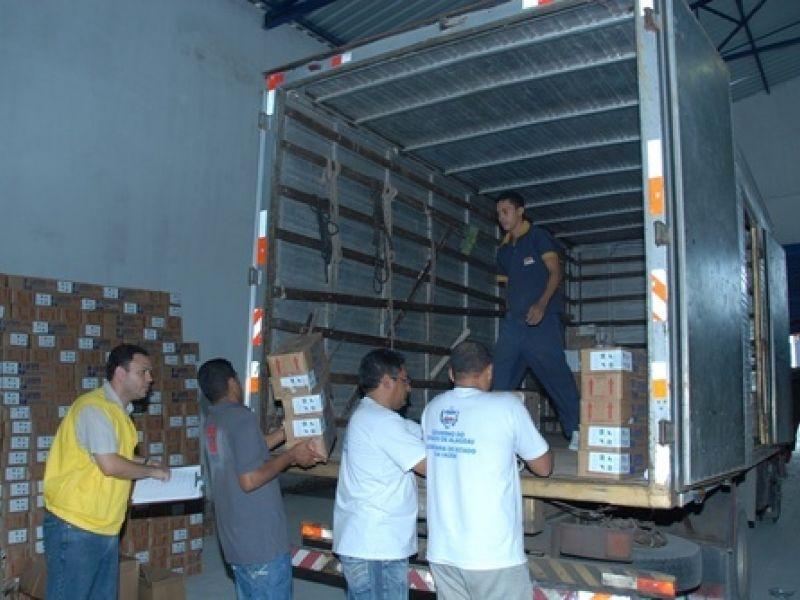 Alagoas recebe 200 mil doses de vacinas