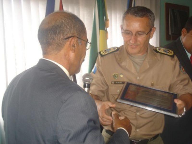 Comandante da PM recebe título de cidadão honorário