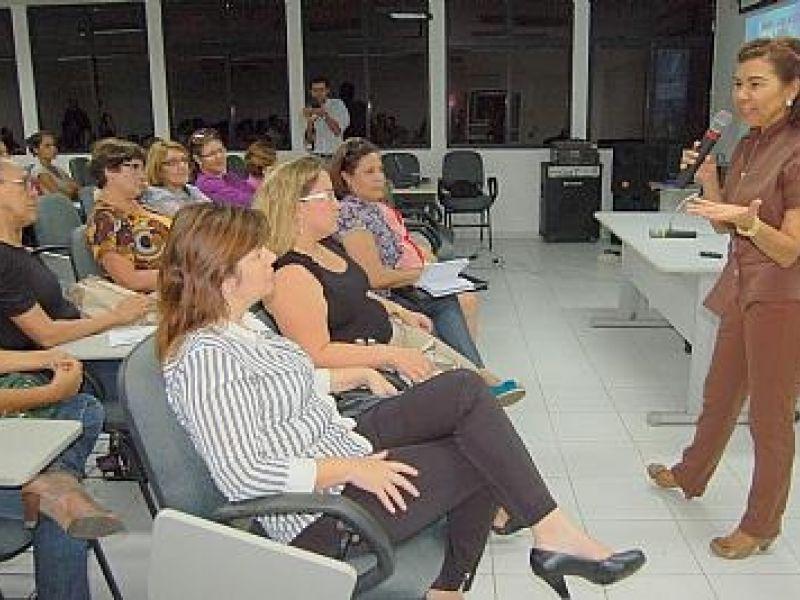 Educadores da Semed participam de palestra sobre motivação educacional