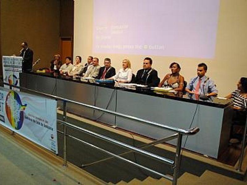 Conferência discute políticas públicas e direitos humanos LGBT