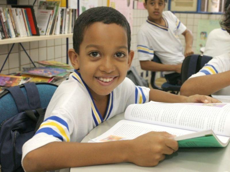 Escola ganha prêmio nacional de conservação de livro didático