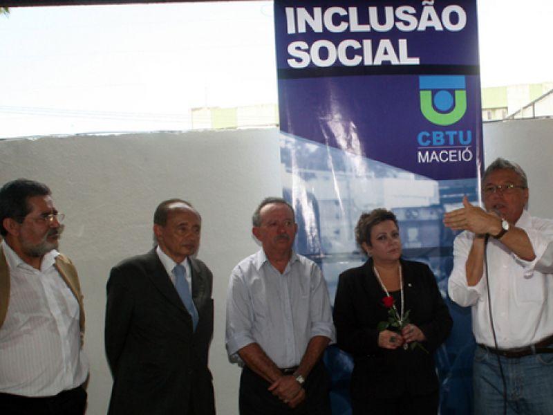 Teotonio diz que governo Lula premiou Alagoas