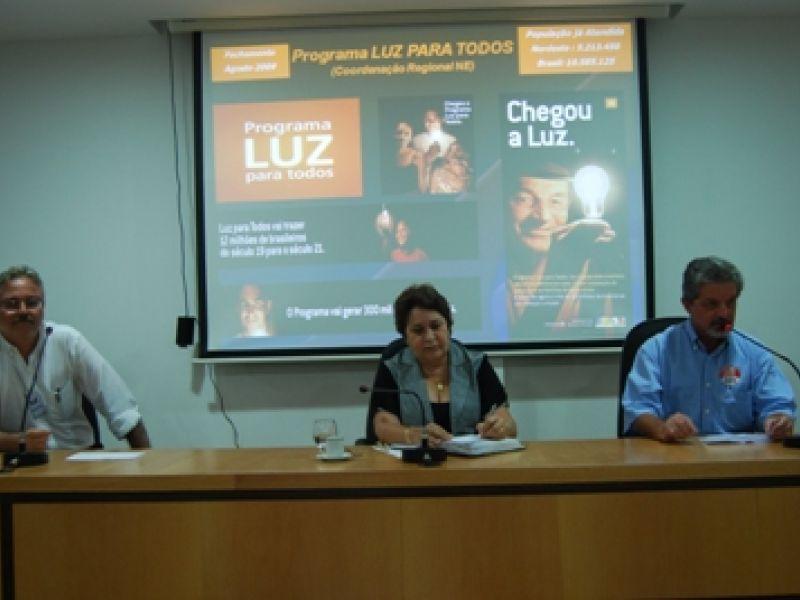 """Municípios vão ajudar Ceal a executar meta do """"Luz para Todos"""""""