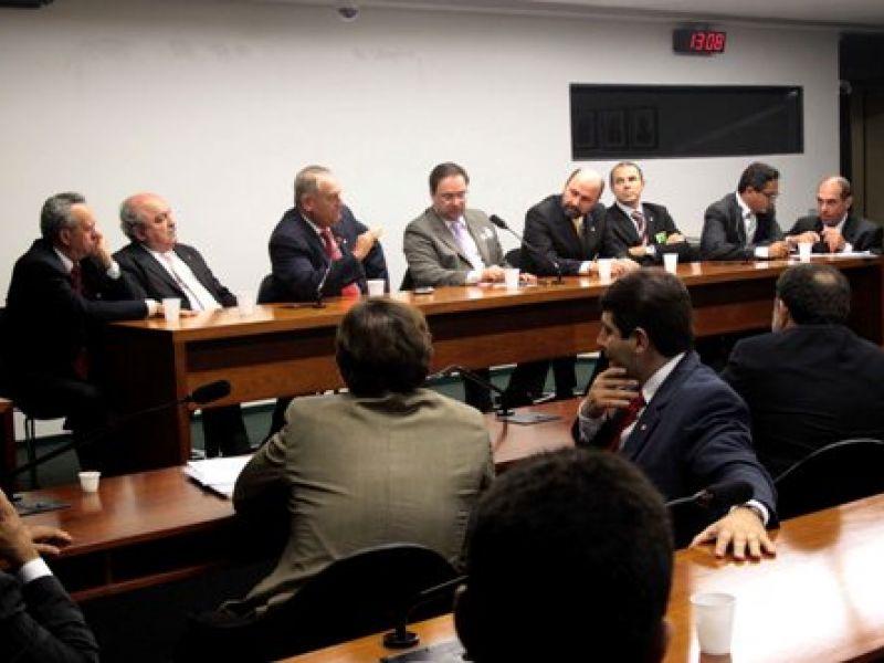 Prefeitos vão a Brasília cobrar apoio da Bancada Federal