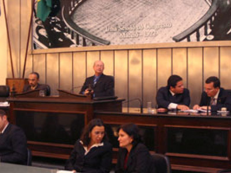 Mesa representa Cícero Ferro na Comissão de Ética