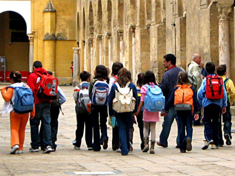 Especialistas alertam sobre excesso de peso na mochila escolar