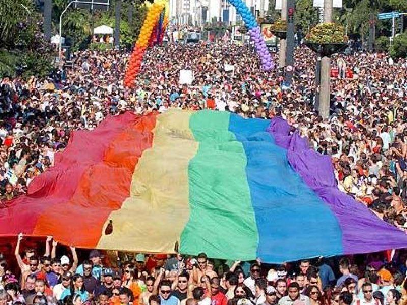 Parada Gay de São Paulo faz cobrança política