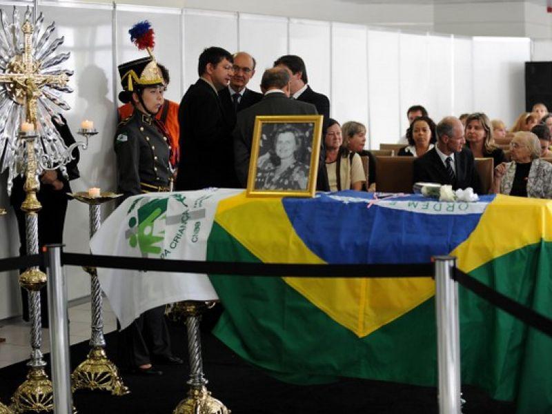 Corpo de Zilda Arns está sendo velado no palácio do governo do Paraná