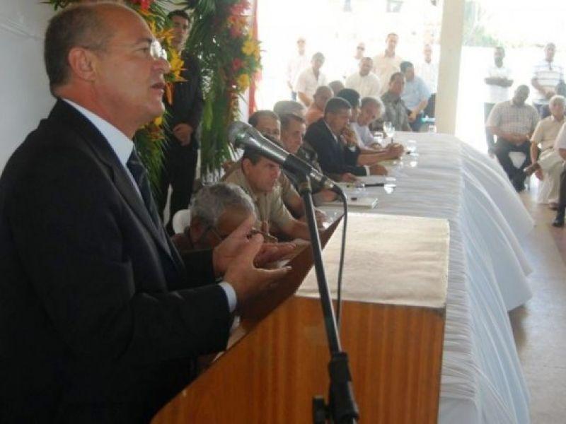 Renan defende piso para policiais como fator essencial à segurança pública