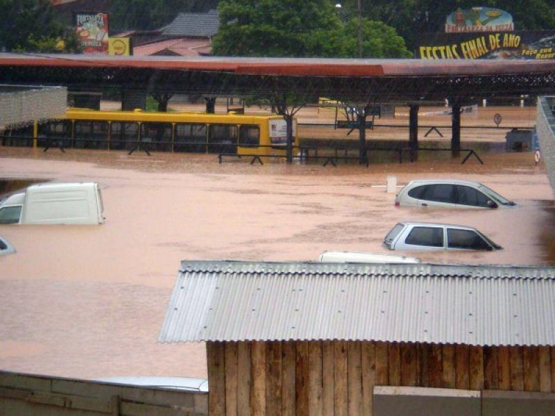 Chuva e vento forte causam mortes em Santa Catarina