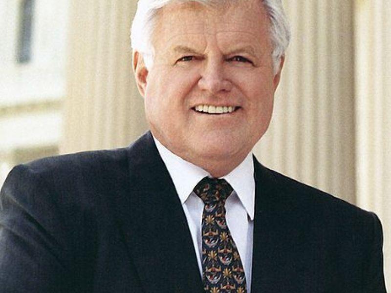 Senador Ted Kennedy perde a batalha para o câncer