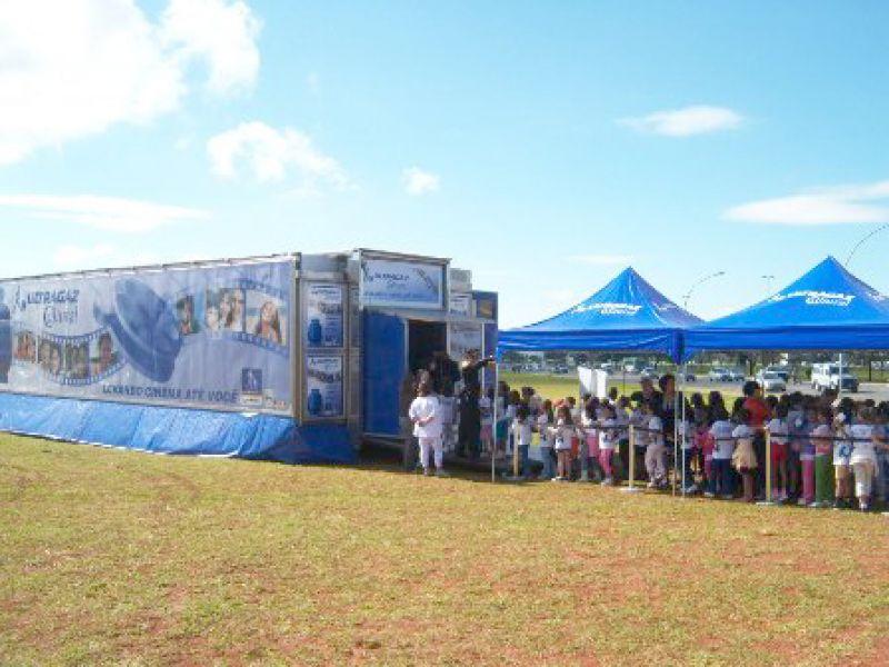 Caminhão exibirá filmes gratuitos para estudantes