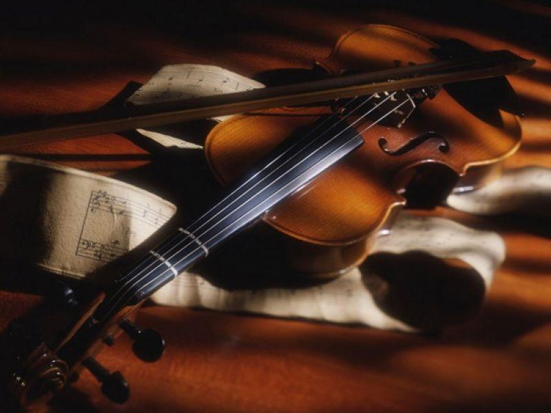 Alunos do Cenarte apresentam seu talento em violino